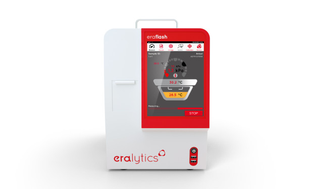 An ERAFLASH flah point tester running a measurement and visualizing the measurement process on the screen