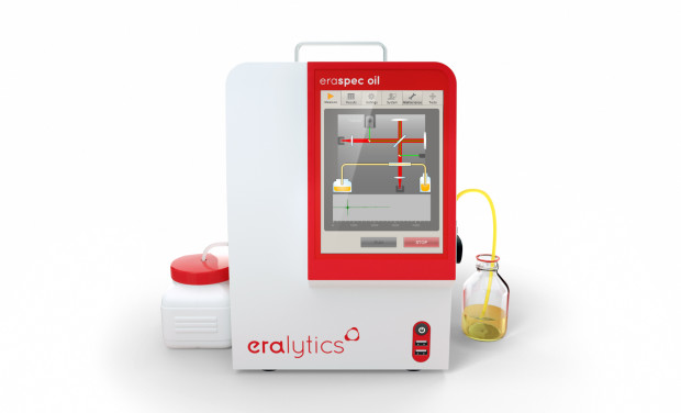 An ERASPEC OIL lube oil analyzer visualizing the running measurement on the screen